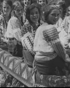 Old Photos, Vintage Photos, Folk Costume, Costumes, Romanian Girls, City People, Carmilla, Extraordinary People, Moldova