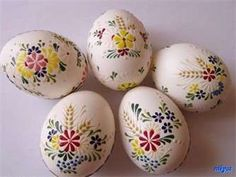 Blown eggs painted with melted wax. Polish Easter, Decoupage, Egg Tree, Easter Egg Designs, Ukrainian Easter Eggs, About Easter, Diy Ostern, Egg Decorating, Easter Crafts