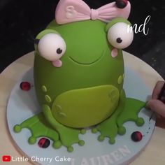 Honestly, what's better than a cute frog cake! Credit: Little Cherry Cake Honestly, what's better than a cute frog cake! Credit: Little Cherry Cake Fondant Cake Designs, Fondant Cakes, Cupcake Cakes, 3d Cakes, Owl Cupcakes, Doll Cakes, Frog Cakes, Ladybug Cakes, Cake Decorating Videos