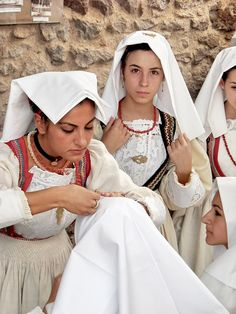 Ladies in costume - Sardinia, Lets trade or sale 4 real goods and healthy items or art items that add real wealth 2 you, more I live without money, happier am I, the world is disgusting everybody looks 4 money and greed, go native and green with renewable energies you won't pay, http://www.ninaohmanarts.com