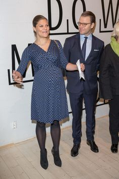 Crown Princess Victoria of Sweden.. Seraphine Maternity Bubble Print Dress.. #royalbump #stylethebump #chicbump