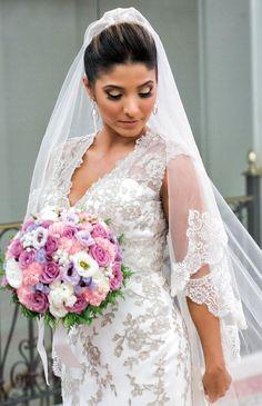 Vestido de Internovias escolhido por Amanda. O casamento de Amanda e Thiago foi publicado no Euamocasamento.com e as fotos são de Luiza Reis Fotografia e Stevez Fotografias. #euamocasamento #NoivasRio