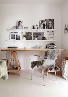Cosy bedroom with a very minimalistic desk