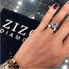 Good Photo Cartier love band & bling Style Have you been trying to find inexpensive wedding bands? At EFES you will find wedding rings from Nur Cartier Love Band, Cartier Love Wedding Band, Wedding Ring Bands, Cartier Love Ring Diamond, Bracelet Cartier, Cartier Jewelry, Gold Jewelry, Nail Ring, Ring Verlobung