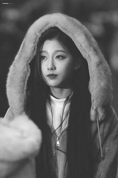 190111 Music Bank, attended #lovelyz #yein Yein Lovelyz, Gfriend Sowon, Woollim Entertainment, Kpop Girls, Jon Snow, Girl Group, Rapper, Korea, Winter Hats