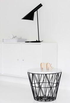 Ferm Living basket and Arne Jacobsen lamp. Arne Jacobsen, Table Furniture, Furniture Design, Interior Styling, Interior Decorating, Decorating Ideas, Home And Deco, Scandinavian Interior, Scandinavian Living