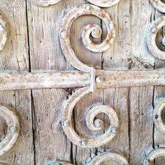 Entra... #porta #esglèsia #talló
