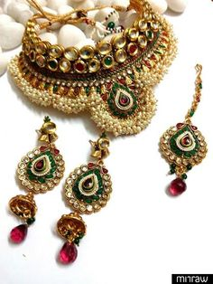 Traditional style necklace set