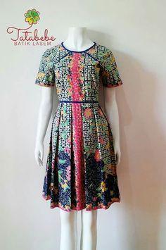 Jdjd Batik Kebaya, Batik Dress, African Dresses For Women, African Wear, Model Kebaya, Ankara Clothing, Short Frocks, Batik Fashion, Daily Dress