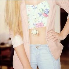 love the floral printed top. <3