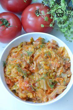 Młoda kapusta z pomidorami - KulinarnePrzeboje.pl Vegetable Side Dishes, Vegetable Recipes, Polish Recipes, Polish Food, Japchae, Curry, Appetizers, Food And Drink, Yummy Food