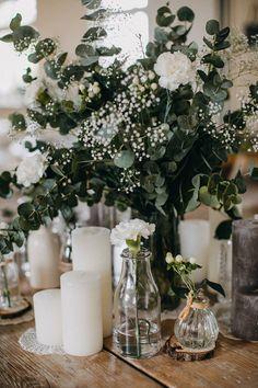 Detailed boho wedding- Detailverliebte Boho Hochzeit Boho wedding in a barn - Wedding Beauty, Boho Wedding, Wedding Table, Rustic Wedding, Wedding Ceremony, Wedding Flowers, Dream Wedding, Wedding Day, Bohemian Weddings