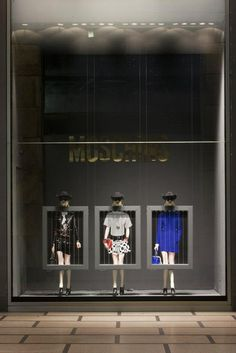 Moschino special window display at La Rinascente - Milan, Piazza Duomo
