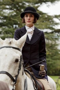 Last Days of Downton ..New photos from Downton Abbey S6 ..Lady Mary..