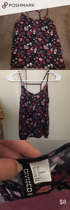 H&M Floral Top H&M Floral Top US 4. Perfect for dates and night outs! Help me purge my closet! Save $$ when you bundle! H&M Tops