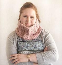 crochet simple daisy stitch Crochet Cowel, Crochet Waffle Stitch, Crochet Stitches Free, Crochet Daisy, Crochet Beanie Hat, Crochet Scarves, Crochet Pattern Central, Crochet Blanket Patterns, Baby Knitting Patterns