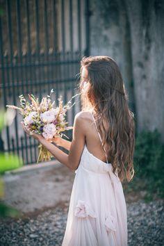 bohemian bride http://weddingwonderland.it/2015/11/inspiration-matrimonio-tra-vintage-e-boho-chic.html