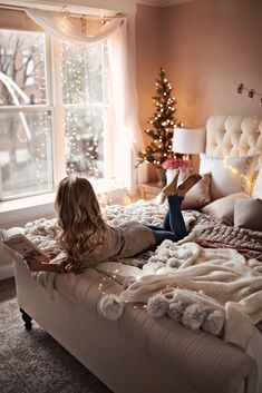 Inspiring Christmas Apartment Decor Ideas You Must Try This Year - Christmas is about fun, presents, presents, nourishment, investing energy with family and companions and that's just the beginning. The best piece of . Cozy Bedroom, Master Bedroom, Bedroom Decor, Bedroom Ideas, Master Suite, Teen Bedroom, Bedroom Plants, Bedroom Small, Bedroom Bed