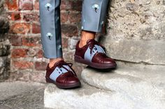 Menswear street style details, cool brogues. Perfect summer detailing.