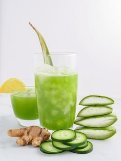 A refreshing aloe vera juice recipe with hydrating cucumber lemon and ginger. Plus a step-by-step guide on how to make the perfect aloe vera juice! Detox Juice Cleanse, Juice Cleanses, Smoothie Detox, Detox Juices, Health Cleanse, Skin Detox, Juice Cleanse Recipes For Weight Loss, Detox Juice Recipes, Smoothie Recipes