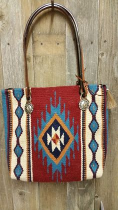 207 Saddle blanket bag, Red, Turquoise diamond, horse reins and conchos Diy Horse Blankets, Mochila Crochet, Tribal Bags, Saddle Blanket, Red Turquoise, Boho Bags, Beaded Purses, Fabric Bags, Leather Working
