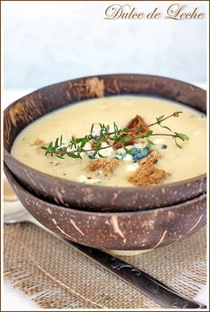Roasted Apple and Thyme Soup - sounds interesting and yummy Roasted Apples, Cheeseburger Chowder, Ale, Soup, Ethnic Recipes, Dulce De Leche, Sweets, Ale Beer, Soups