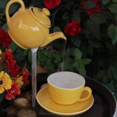 Teapot Water Fountain DIY Ideas Easy Video Instructions We've rounded up our favorite Teapot Water Fountain DIY Ideas and there's something for everyone. Watch the one minute video instructions too. Garden Crafts, Garden Projects, Garden Art, Garden Design, Projects To Try, Garden Ideas, Landscape Design, House Design, Diy Water Fountain