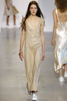 Calvin Klein Collection Spring 2016 Ready-to-Wear Fashion Show - Lydia Atchison