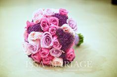 buchet de mireasa din trandafiri roz pal si roz aprins cu trachelium roz mov