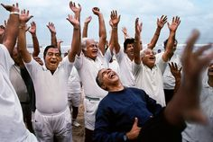Steve McCurry, INDIA. Bombay. 1996. One of Mumbai's 37 laughing clubs.