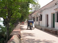 La Albarrada is the avenue that runs along the river, the prettiest section, of Mompos.