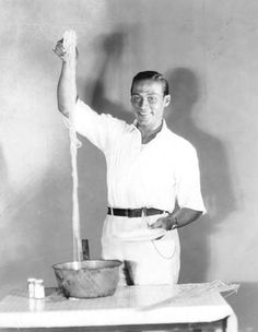 """Rudolph Valentino says, """"Quick, take a picture. This pissketti is so long we're gonna send the pic to Ripleys Believe It Or Not."""" But Ripley didn't believe Valentino as proven by the postcard he sent to him with one word on it: Liar"""" Hollywood Photo, Old Hollywood, Bread And Roses, The Italian Job, Vintage Italian, Anna Magnani, Rudolph Valentino, Plate Presentation, Valentino Men"""
