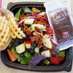 8 Vegan Chick-fil-A Menu Items You Didn't Know About - Vegan Fast Food Vegan Restaurant Options, Vegan Restaurants, Restaurants With Vegetarian Options, Restaurant Guide, Vegetarian Menu, Vegan Menu, Accidentally Vegan Foods, Delicious Vegan Recipes, Healthy Recipes