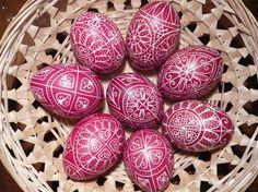 Easter in Hungary: Traditions. Dat zijn nog een versierde paaseieren! <3 de printjes.