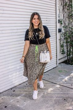 I shared this fun skirt on my stories over the weekend and I've never received so many messages! Something about the animal print + that pop of neon is trendy but…Read Curvy Girl Outfits, Plus Size Outfits, Casual Outfits, Fashion Outfits, Casual Weekend Outfit, Fashion Tips, Chubby Fashion, Curvy Girl Fashion, Look Plus Size