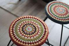 코바늘 스툴커버 만들기 : 네이버 블로그 Crochet Cushions, Crochet Motif, Knit Crochet, Crochet Patterns, Crochet Ideas, Crochet Needles, Textiles, Doilies, Decorative Bowls
