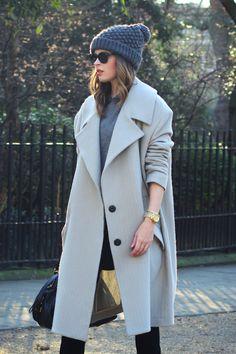 Winter wonderful // gray hat, gray sweater and gray coat