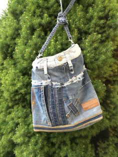 Väska av återvunna jeans.