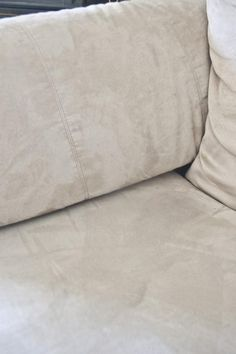 551 east : How to clean a microfiber couch. This is good to know because I have a microfiber couch. Cleaning Recipes, Car Cleaning, Spring Cleaning, Cleaning Hacks, Cleaning Supplies, Cleaning Microfiber Couch, Couch Cleaning, Upholstery Cleaning, Furniture Cleaning