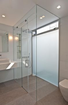 Rundell-Associates-Notting-Hill-mews-house-living-with-art-bathroom light and no sill so easy access