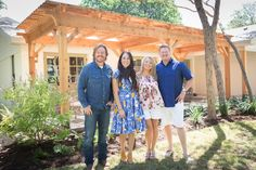 Working with a couple who are new to home renovation, Joanna Gaines has to rely on her special Fixer Upper magic, divining her clients' wishes and giving them just what they're looking for in a home that incorporates two distinct styles. Joanna Gaines Family, Chip And Joanna Gaines, Joanne Gaines, Texas, In The Heart, Outdoor Projects, Hgtv, Fixer Upper, Rustic Farmhouse