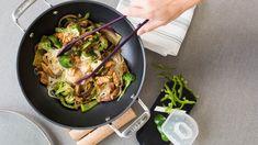 Chicken & Veggies Stir-fry | Epicure.com 10 MIN PREP 17 MINUTES 120 CALORIES $1.30  GLUTEN FREE  DAIRY FREE Ingredients MAKES: 6 SERVINGS 16 oz (450 g) boneless, skinless chicken breasts, cut into strips 1 Tbsp (15 ml) vegetable oil 4 C (1 L) chopped broccoli florets 1 bell pepper, sliced 1 Tbsp (15 ml) Asian Stir-Fry Seasoning 1 C (250 ml) Chicken Broth, prepared 1 Tbsp (15 ml) cornstarch Preparation   Heat oil in Wok & Glass Lid. Add chicken and stir-fry for 2–3 minutes, until golden…