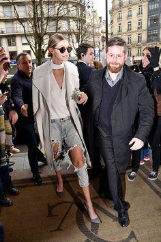 Así ha evolucionado el estilo de Gigi Hadid. #GigiHadid Gigi Hadid Looks, Gigi Hadid Style, Gigi Hadid Outfits, School Fashion, Fashion 2020, Fashion Trends, Crop Top Shirts, Models, Topshop Outfit
