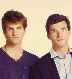 Keegan Allen (Toby) and Ian Harding (Ezra).