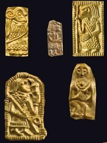 Gold men sacrificed for maybe luck or protection, from a find of 200 like pieces found in Uppåkra, Sweden Viking People, Norse People, Historical Artifacts, Ancient Artifacts, Viking Jewelry, Ancient Jewelry, Middle East Culture, Viking Pattern, Viking Culture