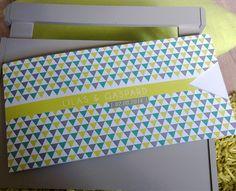 Faire-part mariage motif triangles multicolores avec découpe triangle et guirlande de fanions à l'intérieur, élégant et estival, coloré et design