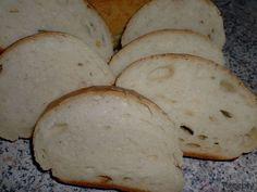 Do nádoby pekárny vlijeme mléko, přidáme změklou Heru, strouhaný brambor, mouku, sůl, cukr a droždí. Zapneme program těsto. Po skončení programu tě... Ciabatta, Bread, Program, Food, Eten, Bakeries, Meals, Breads, Diet