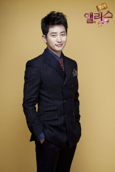 park shi hoo in kdrama Cheongdamdong Alice. Known as the White Rabbit in the show. This guy.I have no words to describe him. A closet dancer? Moon Geun Young, Korean Soap Opera, Kdrama, Park Si Hoo, The Great Doctor, Watch Korean Drama, Young Park, Korean Actors, Korean Dramas