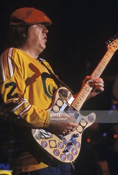 Guitarist Terry Kath of the American pop rock band Chicago at Madison Square Garden on June 12, 1975 in New York City. (Getty Images / Credit: Warning Abbott)