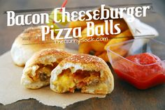 This crowd pleasing Bacon Cheeseburger Pizza Balls recipe is a delicious finger food appetizer that disappears quickly from any plate. Pizza Ball, My Recipes, Beef Recipes, Cooking Recipes, Favorite Recipes, Cheesy Recipes, I Love Food, Good Food, Yummy Food